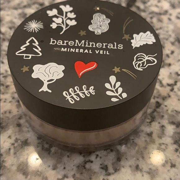 Bare minerals- mineral veil
